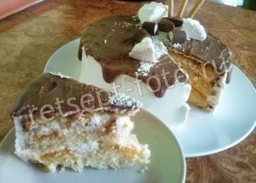 Бисквитный Медовик с кремом Шантильи и глазированными абрикосами