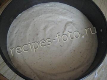 Бисквитный торт с орехами и сметанным кремом