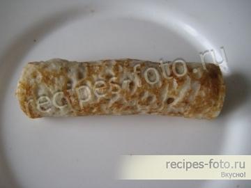 Блины с домашним печеночным паштетом и солеными огурцами