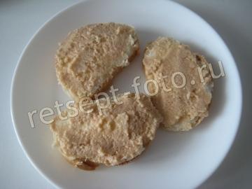 Бутерброды с икрой минтая и огурцом