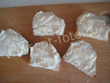 Бутерброды со шпротами, плавленым сыром и помидорами