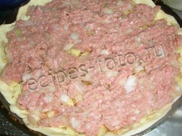 Дрожжевой пирог с мясом и картошкой
