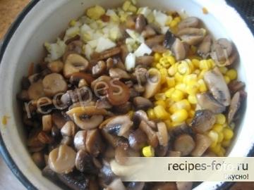 Грибной салат с кукурузой без мяса