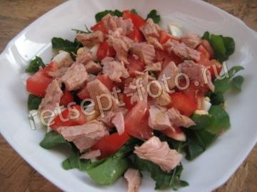 Итальянский салат с тунцом и рукколой