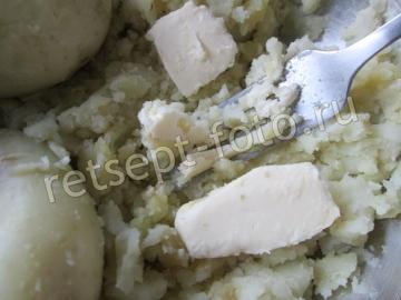 Картофельный пирог из пюре с сосисками
