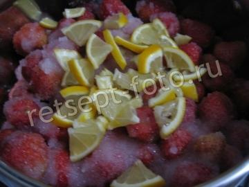Клубничное варенье с лимоном