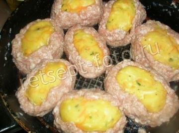 Котлеты-гнезда из фарша с картофелем и сыром