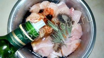 Куриный шашлык в соевом соусе в духовке на шпажках
