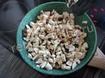 Лодочки из кабачков фаршированные курицей и грибами