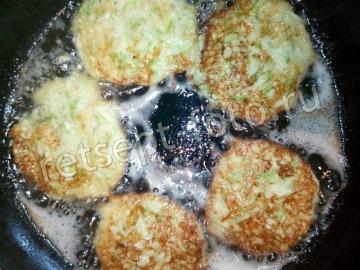 Оладьи из кабачков с сыром и майонезом