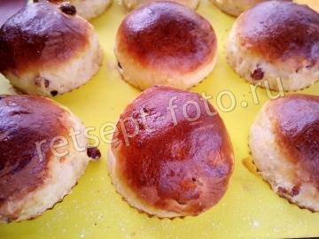 Пасхальные кексы с цукатами, изюмом и глазурью