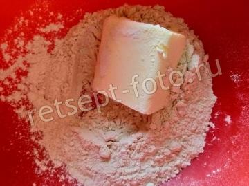 Песочный пирог с грибами и заливкой