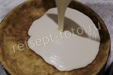Песочный пирог с клюквой и творогом
