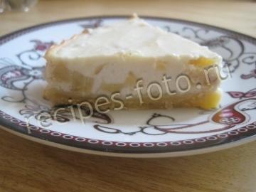 Песочный пирог с творогом и бананом