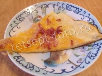 Пицца на кабачковом тесте на кефире с колбасой и сыром