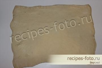 Пицца на слоеном тесте в духовке с колбасой