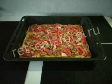 Пицца с яйцом и колбасой