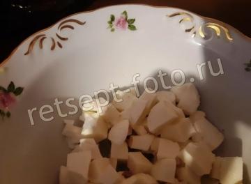 "Салат ""Ревнивец"" с курицей, сухариками и моцареллой"