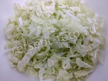 Салат из пекинской капусты с сыром Фета, оливками и сухариками
