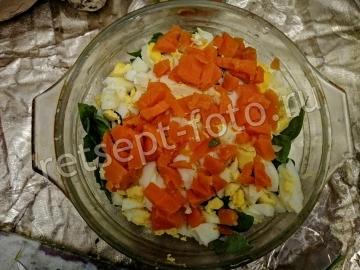 Салат с ананасом, черносливом и сыром без мяса