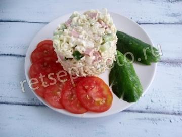 Салат с колбасой и лапшой быстрого приготовления