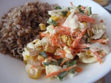 Салат с кукурузой и рукколой