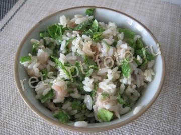 Салат с соленой скумбрией и рисом