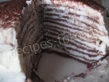 Шоколадный блинный торт с творогом и сметаной