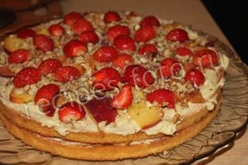 Торт из готовых коржей с фруктами
