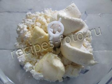 Творожный десерт со сметаной и печеньем без выпечки