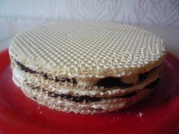 Вафельный торт с бананом и заварным кремом