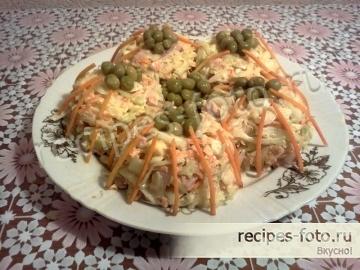Вкусный праздничный салат с беконом и свежей капустой