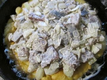Заливной пирог с соленой скумбрией на кефире