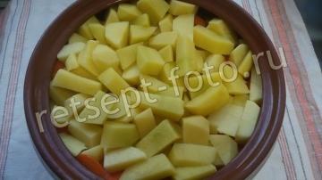 Жаркое из куриных ножек с картошкой в горшочках