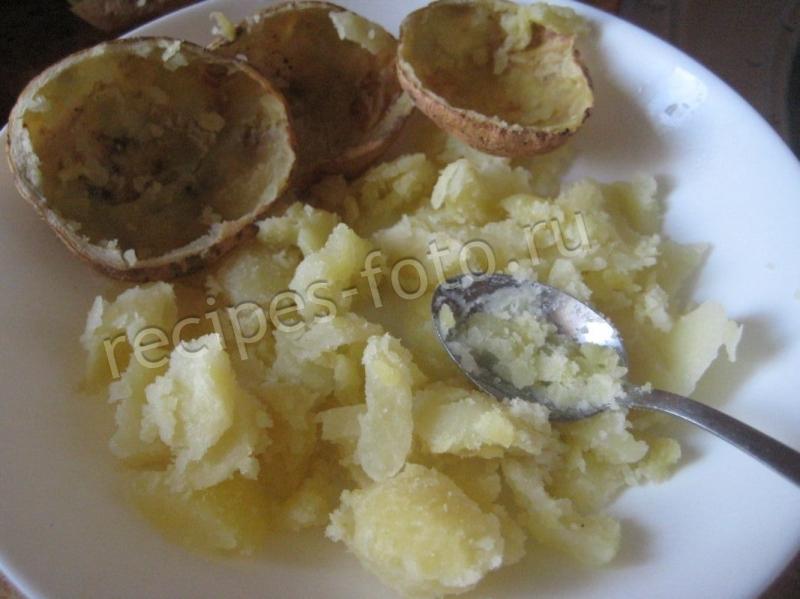 рецепты приготовления картофеля в мундире в колбасой и сыром