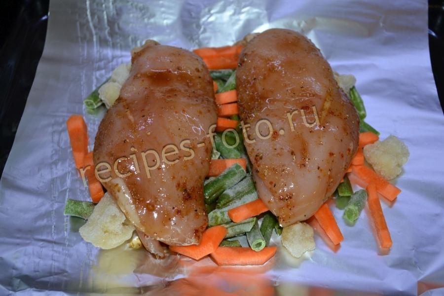 Курица в фольге в духовке с овощами