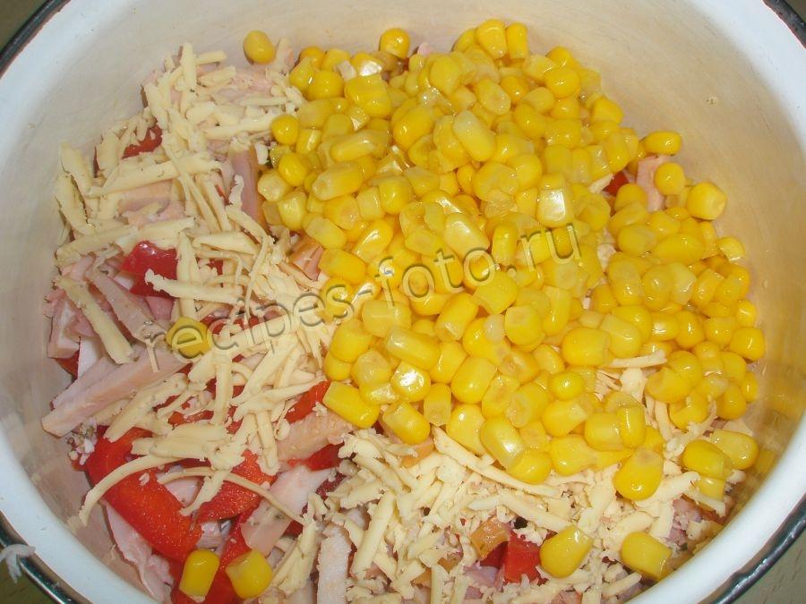рецепт салата с перцем колбасой кукуруза