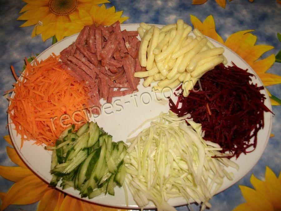 Салат с чипсами колбасой и капустой — pic 9