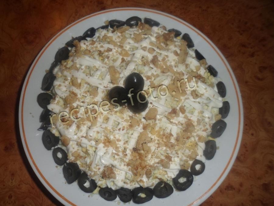 салат с грибами и курицей слоями с орехами