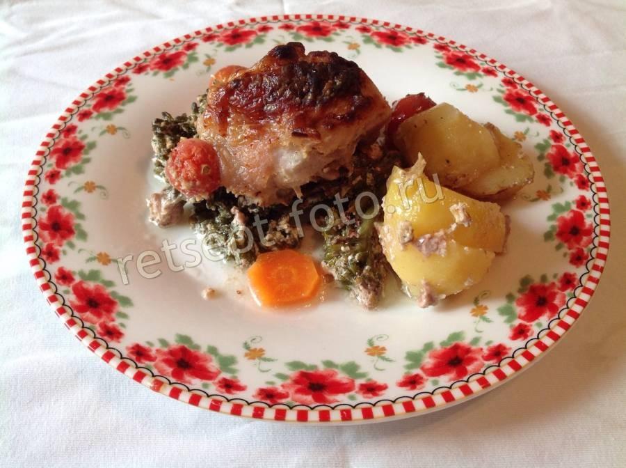 курица в рукаве с грибами и картошкой