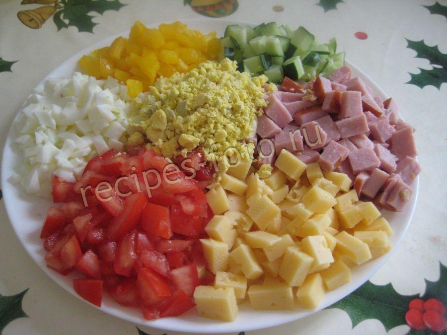 Праздничный салат с колбасой