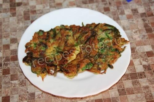 Картофельные драники с мангольдом или свекольной ботвой