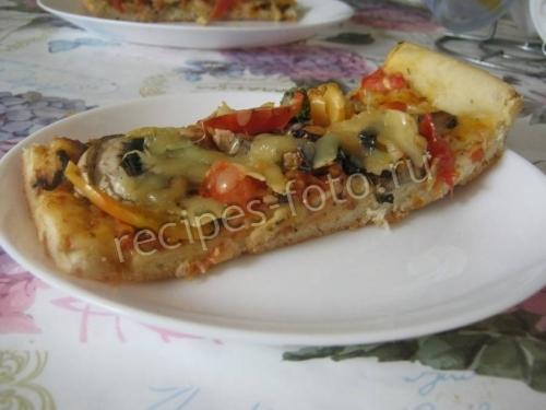 Пицца с грибами и брокколи