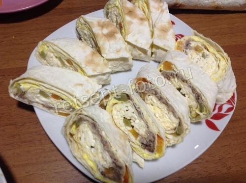 Рулетики из лаваша с сардиной и плавленым сыром