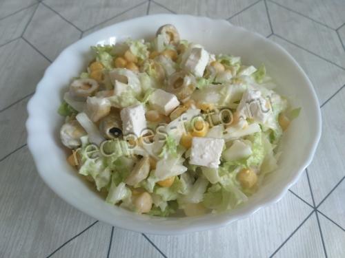 Салат с пекинской капустой и сыром фета