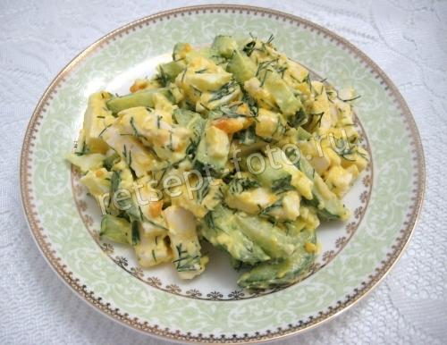 Салат с плавленым сыром яйцом и огурцом