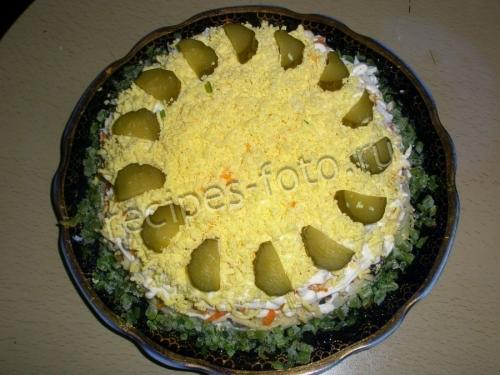 Салат с жареными грибами и картошкой слоями
