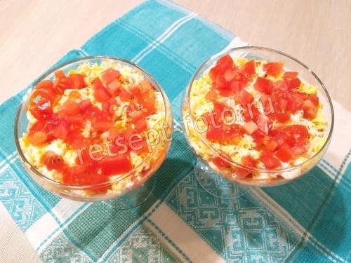 Слоеный салат из печени минтая