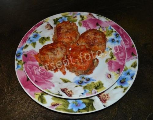 Тефтели с рисом и подливкой на сковороде