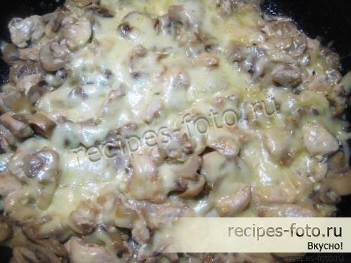 Жульен с курицей в сковороде